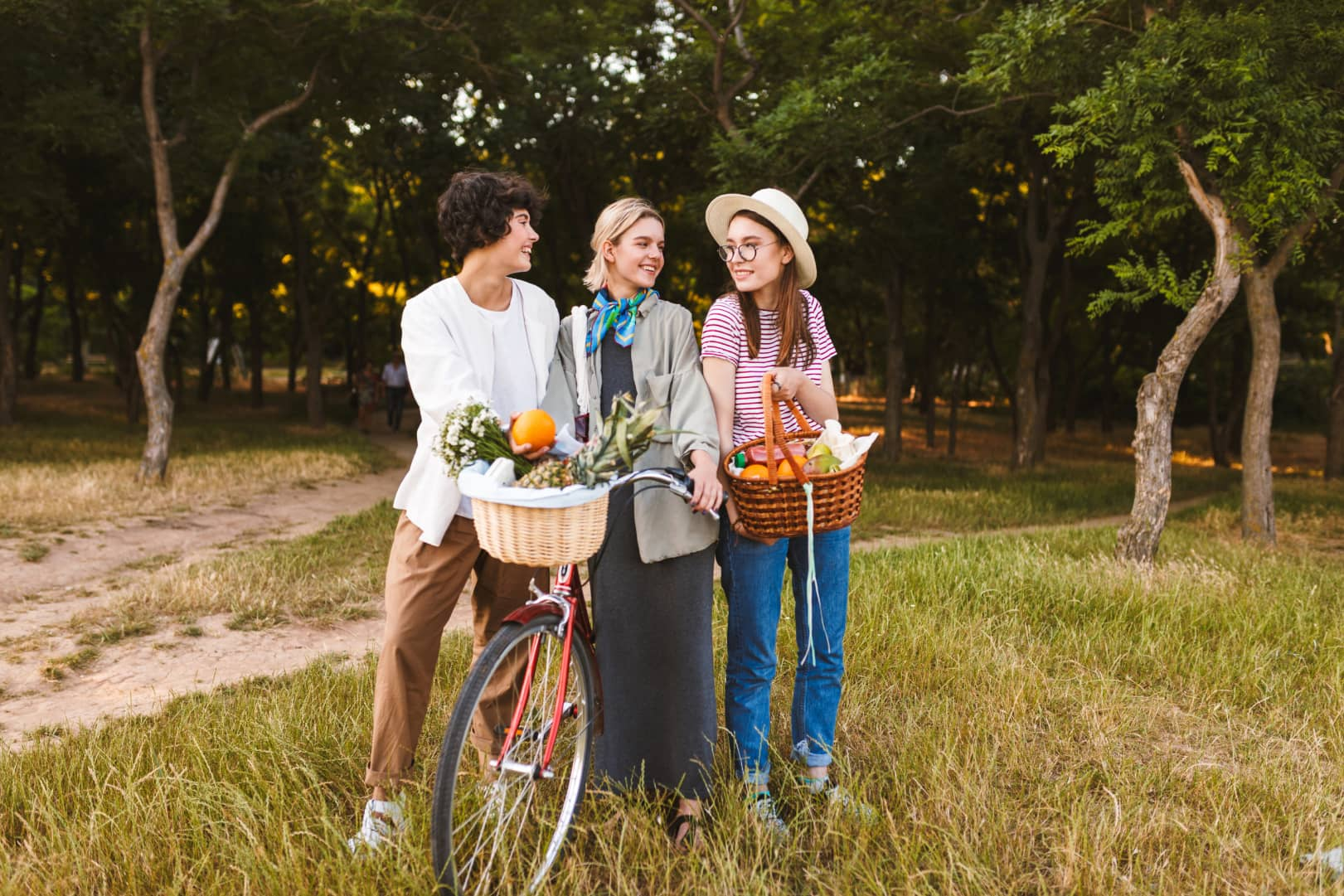 group-of-pretty-girls-with-bicycle-and-basket-full-RXSMFT9
